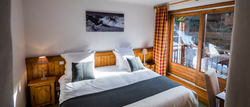 france_montegenevre_hotel_residence_merilys_bedroom.jpg